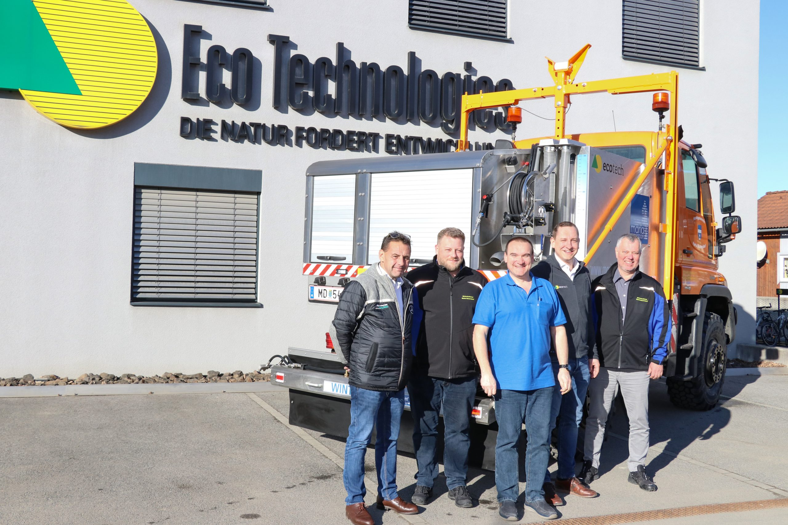 Der ectech IceFighter wird an die Bauhofmitarbeiter der Gemeinde Maria Enzersdorf übergeben