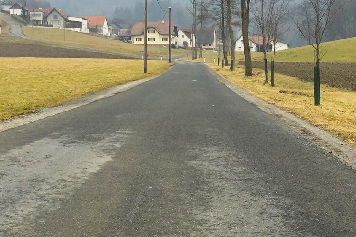 Salzsole-schnelle-Auftrocknung-auf-Straße